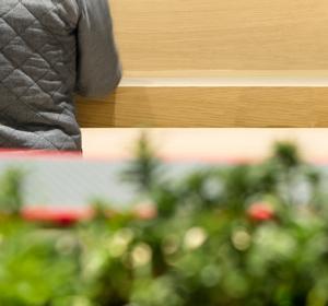 "<span>Rest area ""La Maquinista""</span><i>→</i>"